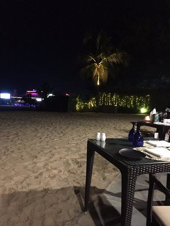 The Leela Goa: Fischrestaurant am Strand