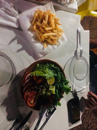 Terra Nova do Norte, MT: Numa noite de quinta-feira, rodízio de caldos, pedimos um filet a Parmegiana, muito bem servido para duas pessoas. Atendimento cordial e ambiente familiar. Quem estiver por aqui vale conferir 👍