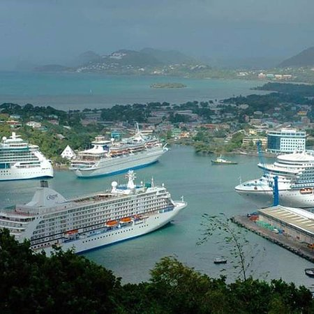 Jan's Waterfront Taxi and Tours : Four cruiseships in port.