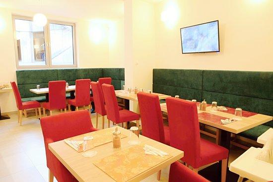 Hotel Koflik: náš hotelový salonek lze využít i k firemním akcím jako konferenční místnost