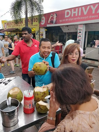 Enjoy the enjoyment of coconut water in Batu Caves Kuala Lumpur