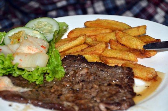 Kim Dy Restaurant: Steak with French fries -