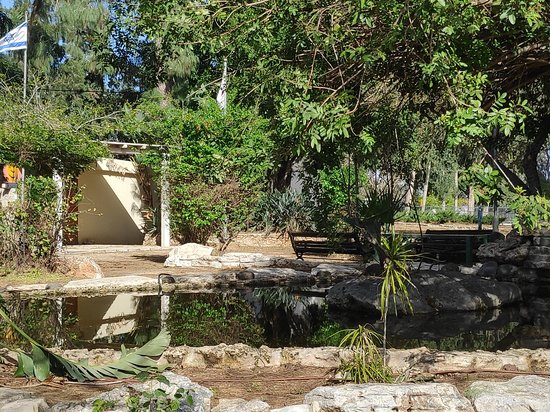 Binyamina, Israël : גן הגיבורים ואנדרטה לילדי השואה