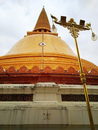 とのかく、高くて、大きな仏塔です