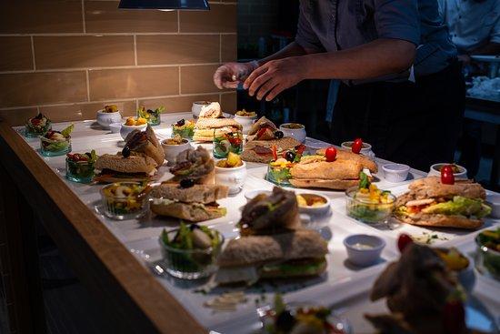 La Palma Cafè Glacier et cuisine: fresh preparation of food in front of our guests