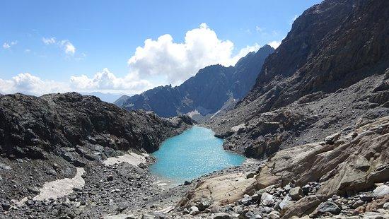 Il più alto dei laghi della Cassandra, di un colore turchese incredibile. Foto scattata a 2.800 m circa in Valmalenco sopra Torre di Santa Maria e sopra il Rifugio Bosio Galli (2086 m). Per arrivarci consiglio un pernottamento al Rifugio Bosio altrimenti se non si è ben allenati  ... è dura.