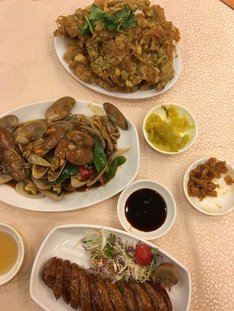 Omelette, clams, pig's intestine