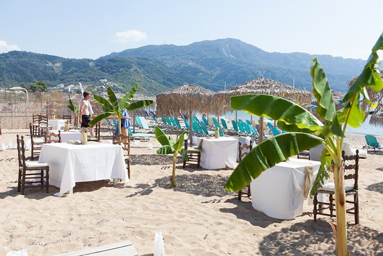 Delfini Taverna: wedding day at the beach for a special couple and their friends!!