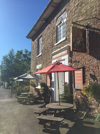 Witheridge, UK: Glorious summer day with south facing tables. What better way to enjoy a nice cold drink or lunch.