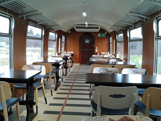 Grantown-on-Spey, UK: Inside the Dining Car. Look at the 'track' design in the floor covering.