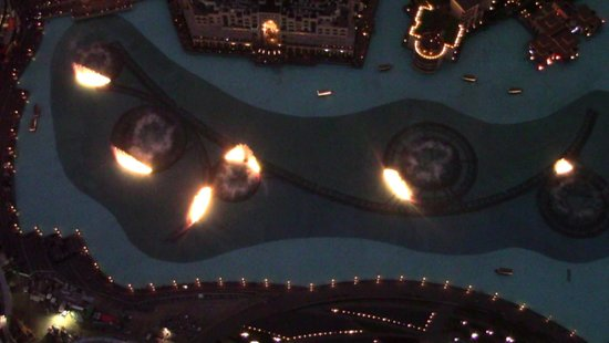 Souk Al Bahar: Vista bellissima sulle fontane e burj