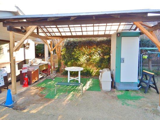 食器洗い場とゴミ置場と簡易トイレ