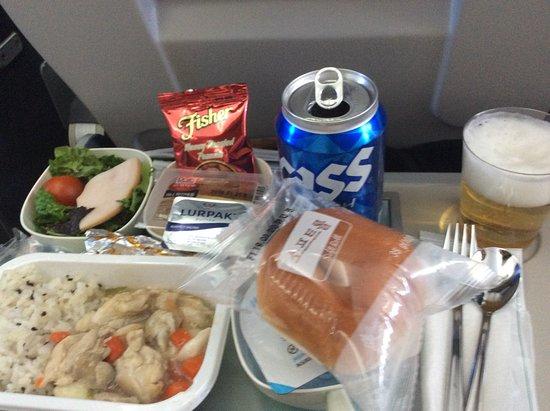Korean Air: 1月、釜山から成田への機内食。 何気にニンニクがゴロッと入っていて美味しかったです。