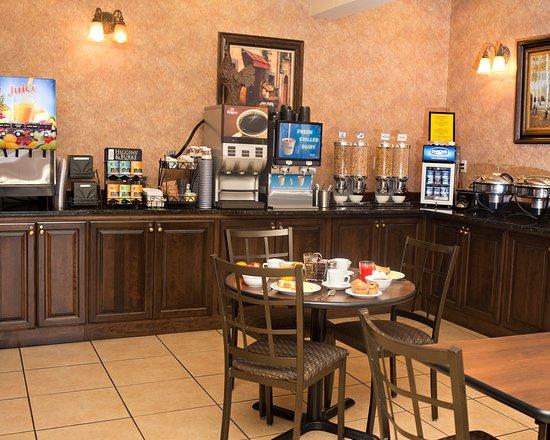 Best Western Plus Fredericton Hotel & Suites: Breakfast Area