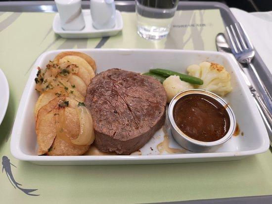 Korean Air: 仁川からホーチミン行きの機内食はステーキ