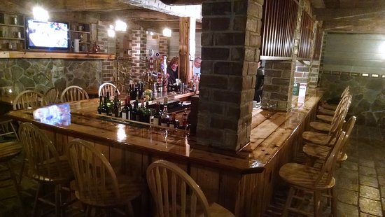 Cobleskill, État de New York : The fun and cozy cellar tavern.  Full menu available.  Live music and other entertainment every week including trivia, karaoke and open mic.