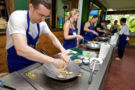Phuket Thai Cooking School Course med...