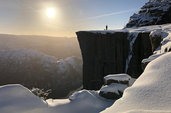 Guided winter hike to Pulpit Rock...