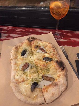 Gustazio Gastrobar: Pinsa 4 quesos y aperol spritz