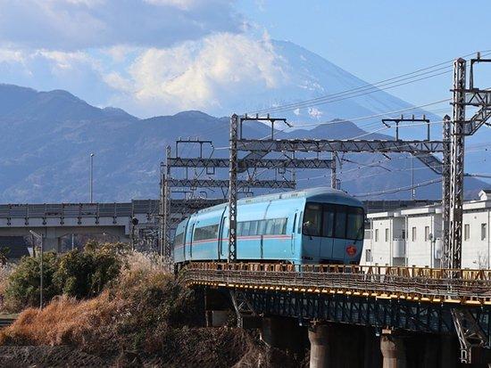 Matsuda-machi, Japan: 特急ふじさんと富士山
