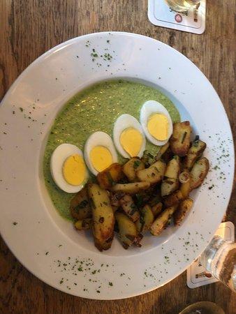 Schoneberger Gasthaus & Bar: Grüne Soße Indisches Korma Crispy Chickenburger