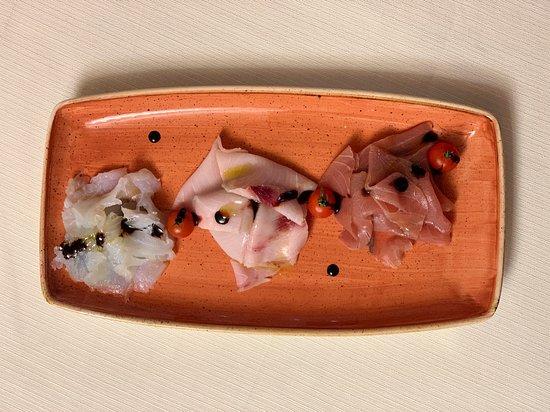 Cenacolo Location&Ristorante: Tonno Rosso, Spada e Dorsino su Letto di Agretto e Balsamico