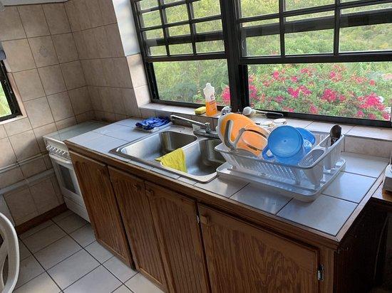 Fox Grove Inn: Kitchen