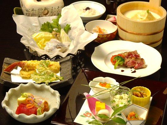 京の冬懐石 12,000円。 焼物を お肉かお魚の どちらかお好きな方を お選びいただけます。