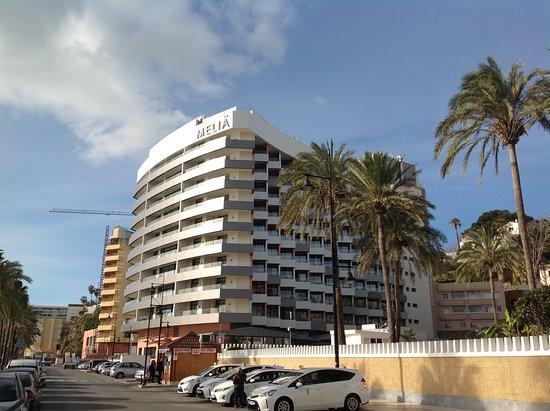 Melia Costa del Sol: Hotel visto dalla strada