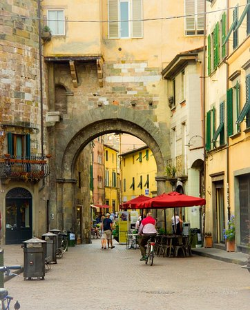 Provincia de Lucca, Italia: The charming walled town of Lucca in Tuscany is a favorite!