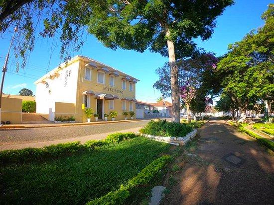 Monte Santo De Minas: Hotel Bruno (HB) é uma empresa especializada na prestação de serviços no setor de hotelaria e que vem atuando na cidade desde 1937. Ao longo deste período passou por uma grande reforma, onde o estabelecimento foi adequado aos padrões cotidianos.