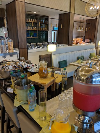 Four Points by Sheraton Nairobi Airport: Buffet déjeuner