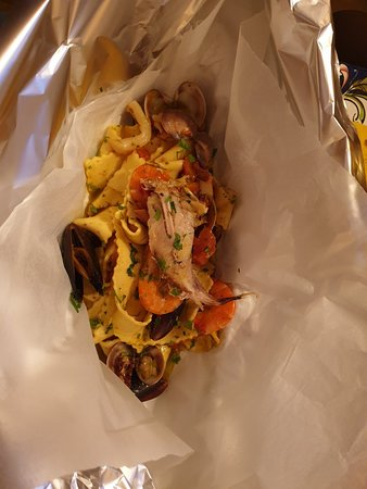 Great pasta with seafood and cannoli