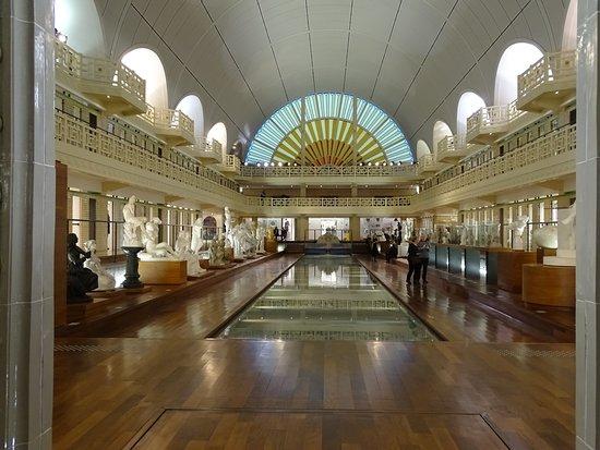 Une Autre Irresistible Vue De La Salle Principale Du Musee D Art Et