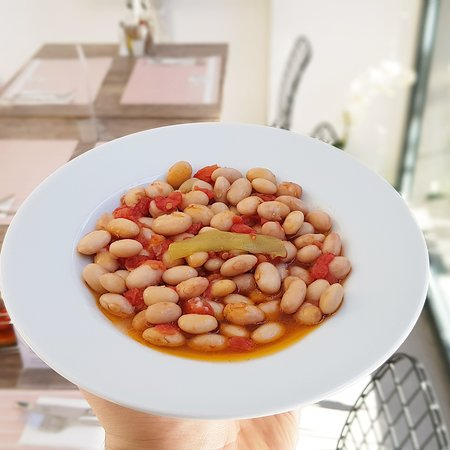 """Yaska Ev Yemekleri: This meal is called """"Zeytinyağlı Barbunya"""" it's made by cranberry beans with olive oil. It's a delicious meal that is very common in Turkish cousine."""
