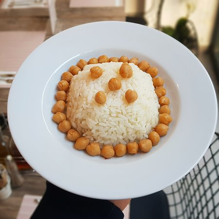 Yaska Ev Yemekleri: Rice with chickpea is mostly consumed together in Turkey.