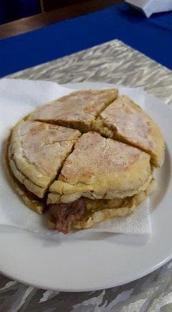 Porto Antigo Restaurante: Preguinho no bolo do caco