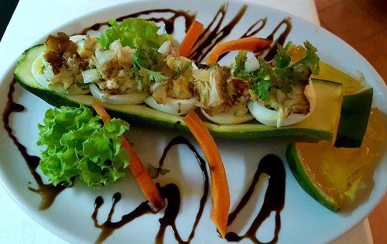 Porto Antigo Restaurante: Ovos recheados com bacalhau