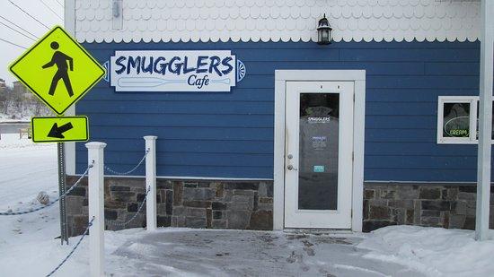 Ogdensburg, NY: Smugglers Cafe at Hosmers Marina... always good!