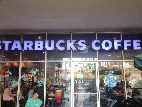 Starbucks: Facade