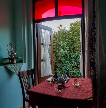 Pasin Traditional Hotel: Have the persian tea and let it be