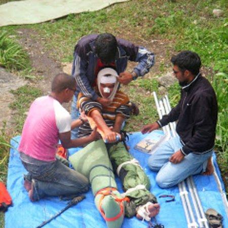 Nanda Devi Institute of Adventure Sports: Wilderness First Responder Course in collaboration with AERIE USA.  Nanda Devi Institute NDI