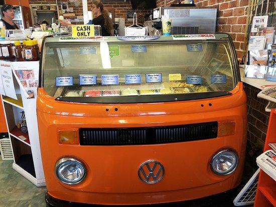 Tea Gardens, ออสเตรเลีย: Coolest ice-cream ever!
