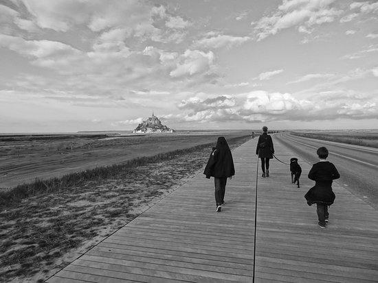 Mont-St-Michel, Frankreich: Wandeling naar de Mont-Saint-Michel
