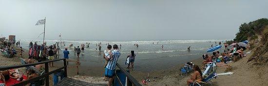 Poca playa, mucha mugre