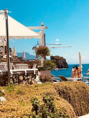 La Conca del Sogno: Ottima location sulla baia di Nerano.