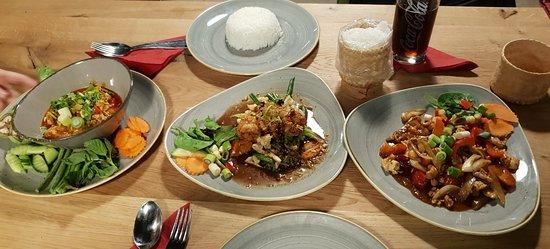 Nordthailändischer Hackfleisch-Chili-Eintopf, Gratiam Phik mit Riesengarnelen, Med Mamuang mit Hühnchen.