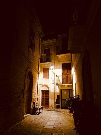 Passeggiata notturna nell'antico Borgo di Montesilvano colle.❄️