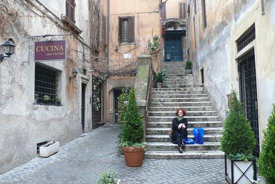 Ryadom So Vhodom V Gelateria Del Teatro Picture Of Gelateria Del Teatro Rome Tripadvisor