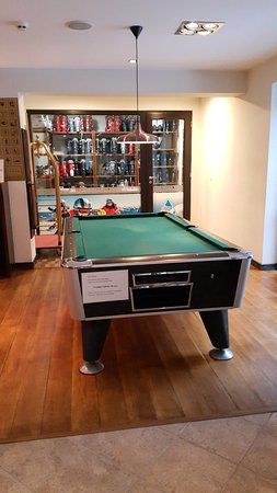 Pool table there charge 4 Lev it's too much..!!